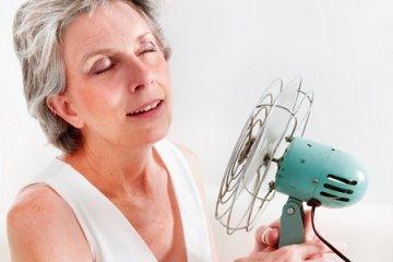 Hőhullámok, éjszakai izzadás? Hormonpótlás és életmód is segíthet